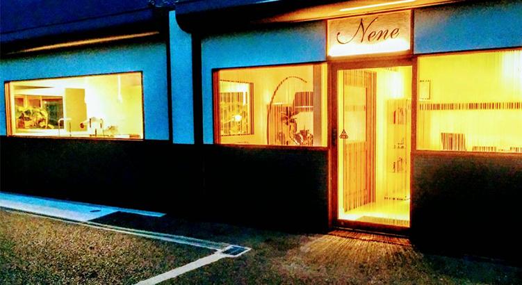 伊丹空港近く屋内外にフリースペースを備えた大型サロン「トリミング&ホテル Nene」
